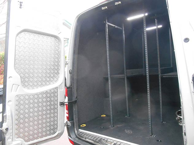 Mercedes Benz Sprinter - Camper | Full checker plate