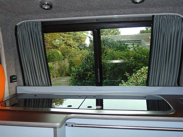 Volkswagen Transporter T5 – Camper Fully fitted kitchen