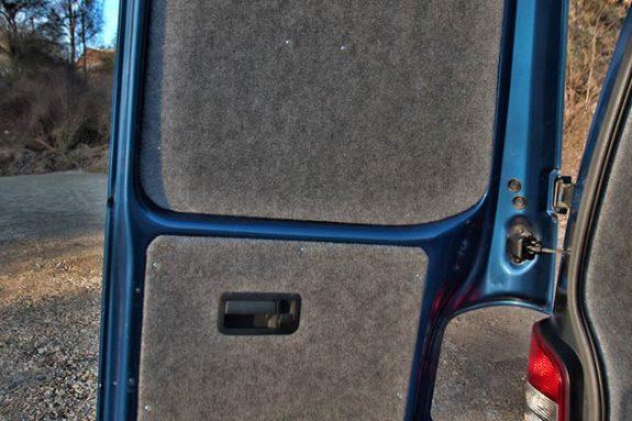 Volkswagen Transporter T5 - Kombi 240v socket / 12v socket